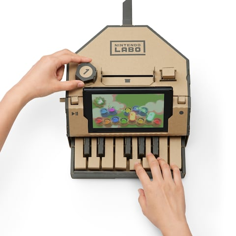 A demonstrative picture of the Keyboard Toy-Con from the Nintendo Labo Variety Pack.